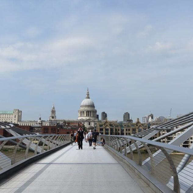 Millenium-Bridge_3.jpg