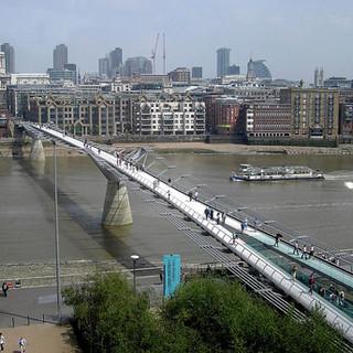 Millennium-Bridge_1.jpg