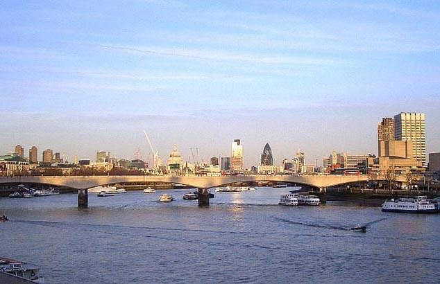 Waterloo_Bridge_1.jpg