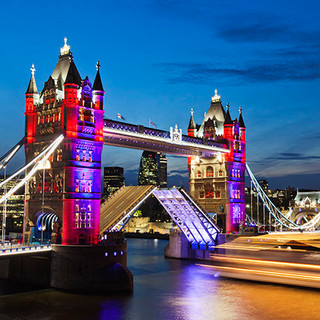 Iconic London_Tower-Bridge_3.jpg