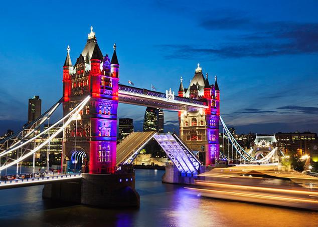Iconic London_Tower-Bridge_3.jpg
