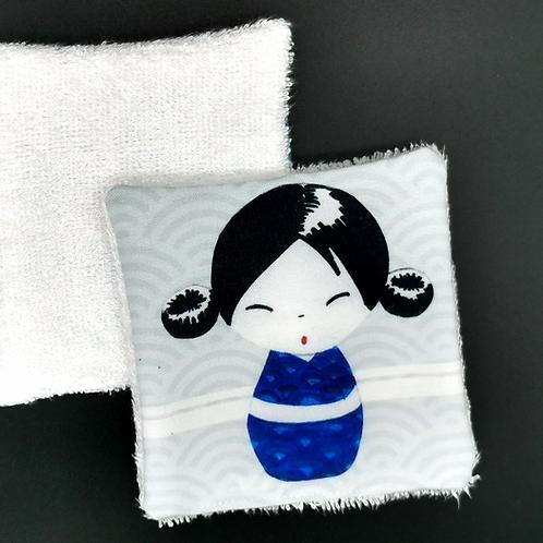 Lingette réutilisable kokeshi blanche et bleue
