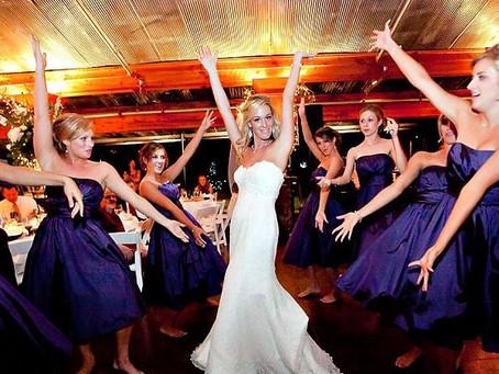 10 músicas que não podem faltar na sua festa de casamento