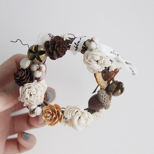 """Dried Flowers Decorated Wreath 3""""(Golden Winter)"""