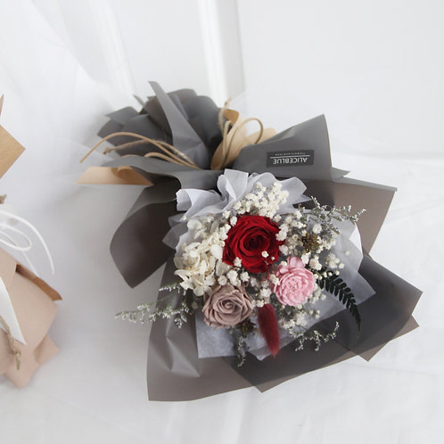 Petite Preserved Flower Bouquet (Classic Red)