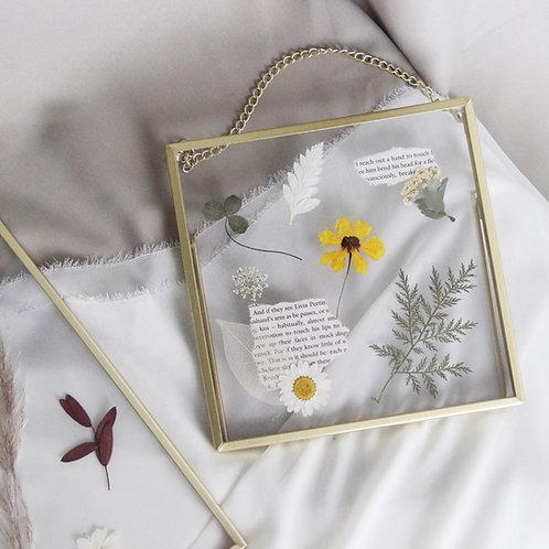 Pressed Dried Flower Golden Metal Frame (S)