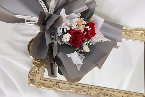 Petite Preserved Flower Bouquet (Classic Black)