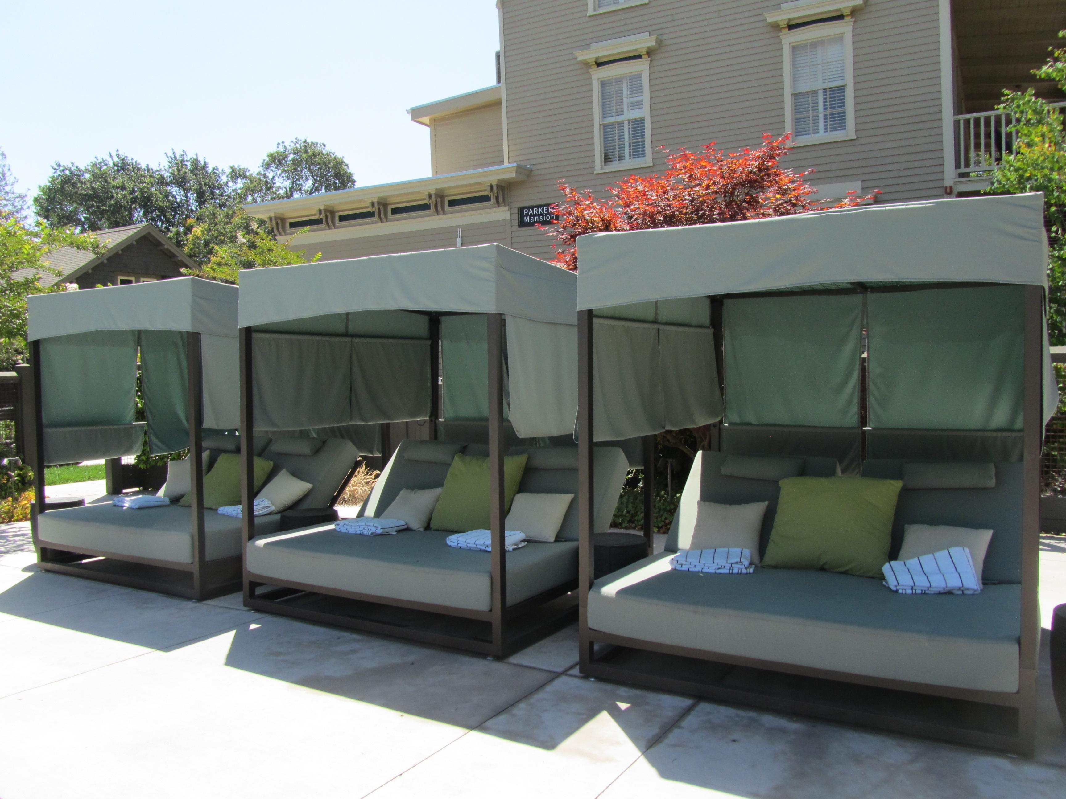 Senza Hotel Outdoor Cabanas