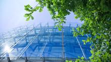 Norma da ABNT determina o uso de óleo de corte evaporativo em vidros de controle solar