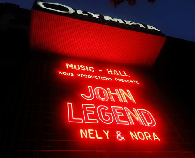 ... John EST une LEGEND[e].
