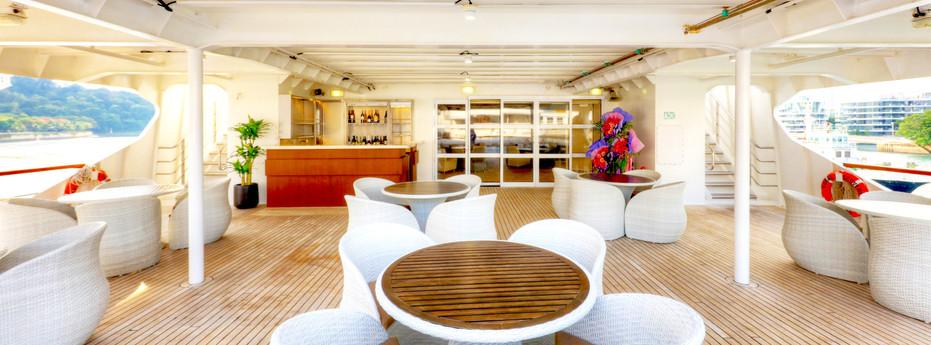 Coral Discoverer - Bridge Deck Bar.