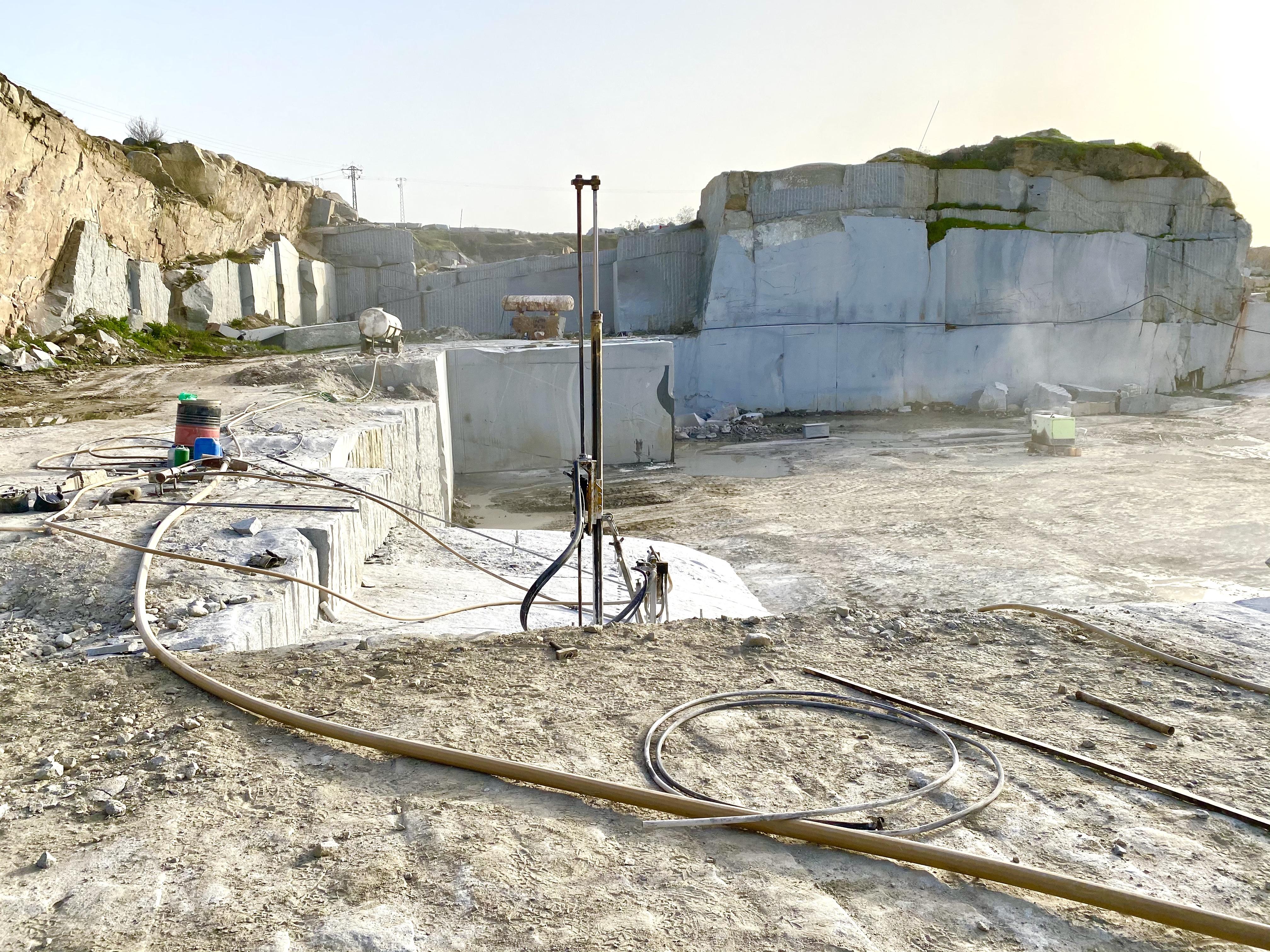 Granit-Steinbruch + Produktion