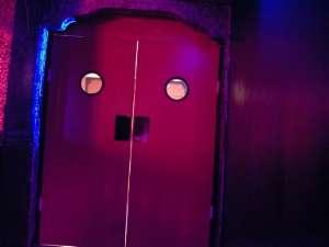 Portes d'accès aux vestiaires,wc,...