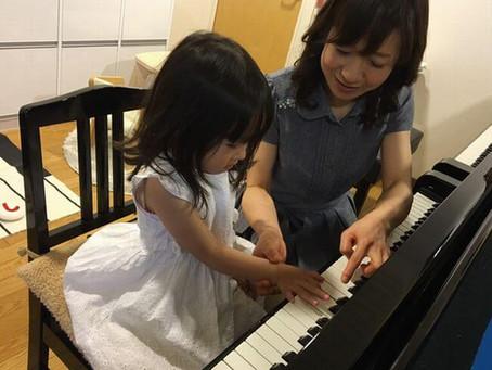 「ピアノって何歳から始めるのがいいの?」