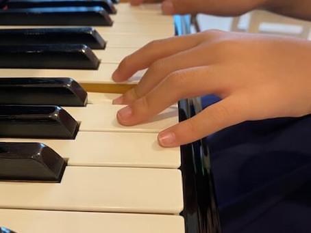 「ピアノ練習」マムシ指はどうすれば直せるのか