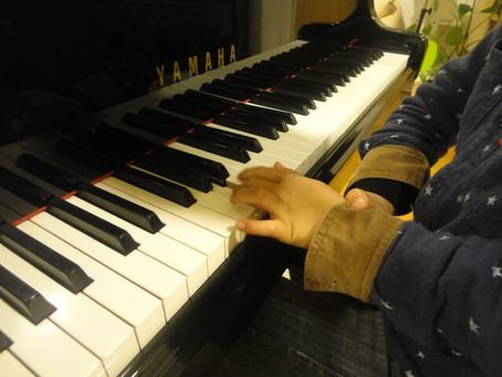 「ピアノ練習」手首が下がらないようにするには?