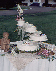 Wedding cake decor by L'Atelier D'Ambiance
