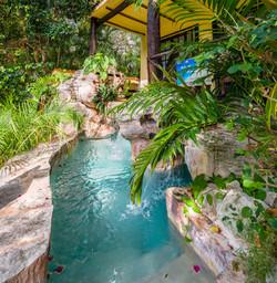 Sombra Verde Splash Pool