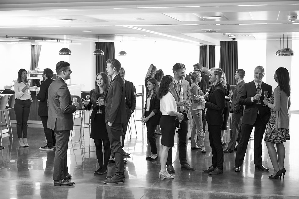 delegates-networking-at-conference-drink