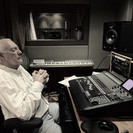 Todd in Dog Den Studio,Nashville-listeni