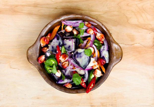 Une salade minute pleine de couleur et riche en saveur.