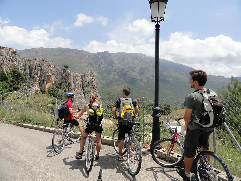 Henrique Franke pedalando na Espanha