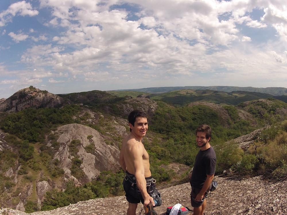 Henrique Franke escalando em Caçapava do Sul