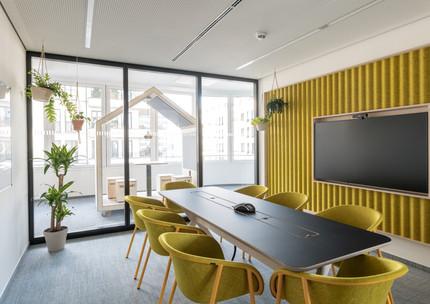 Konferenzräume in verschiedenen Farben