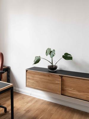 Schwebendes Sideboard aus Holz
