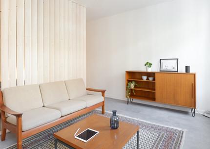 Holzlamellen trennen Wohn-und Schlafbereich