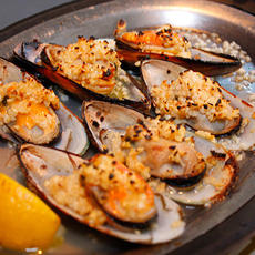 Broiled Mussels with Lemon and Garlic Sauce