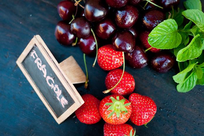 다안토니오 수확 딸기와 체리