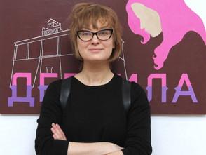 Почему в Питере пермской девочке с розовыми волосами посвятили картину