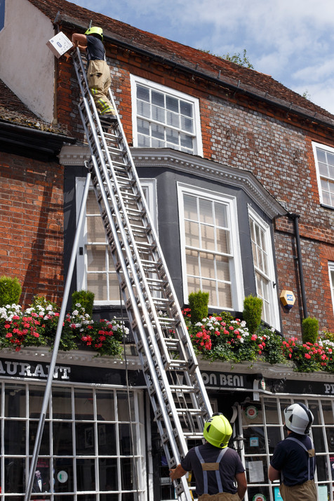 Fire and rescue remove a trapped bird from wire on a building in Windsor, England 18.07.2018