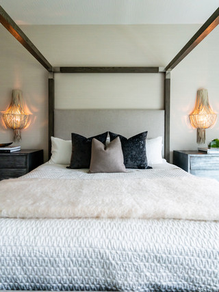 PROJECT: THIS BEDROOM IS LIT