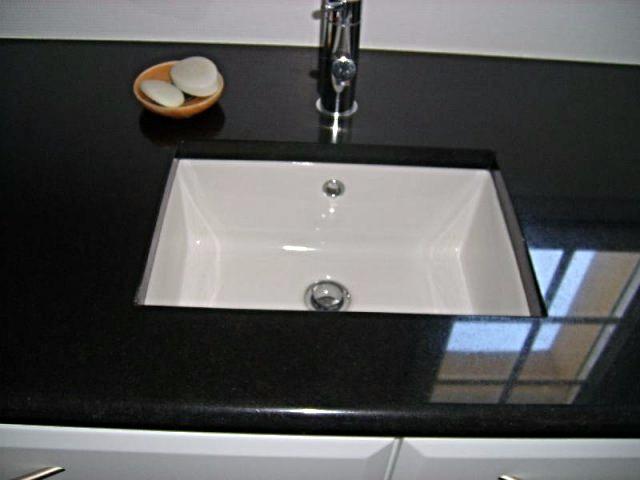 Vasque gres sous plan en granit noir