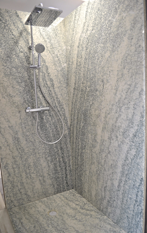 Douche marbre vert français