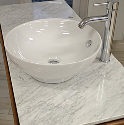 Vasque grès sur plan marbre Carrare
