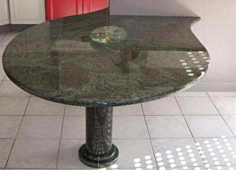 Table granit ronde en épi