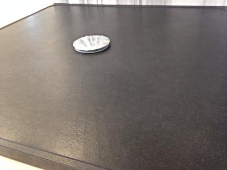 Receveur en granit noir Zimbabwe cuir