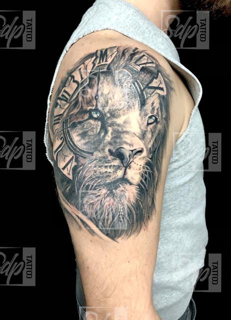 SDP Tattoo - Lion et horloge -.jpg