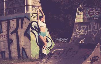 Chilling rollerblade girl