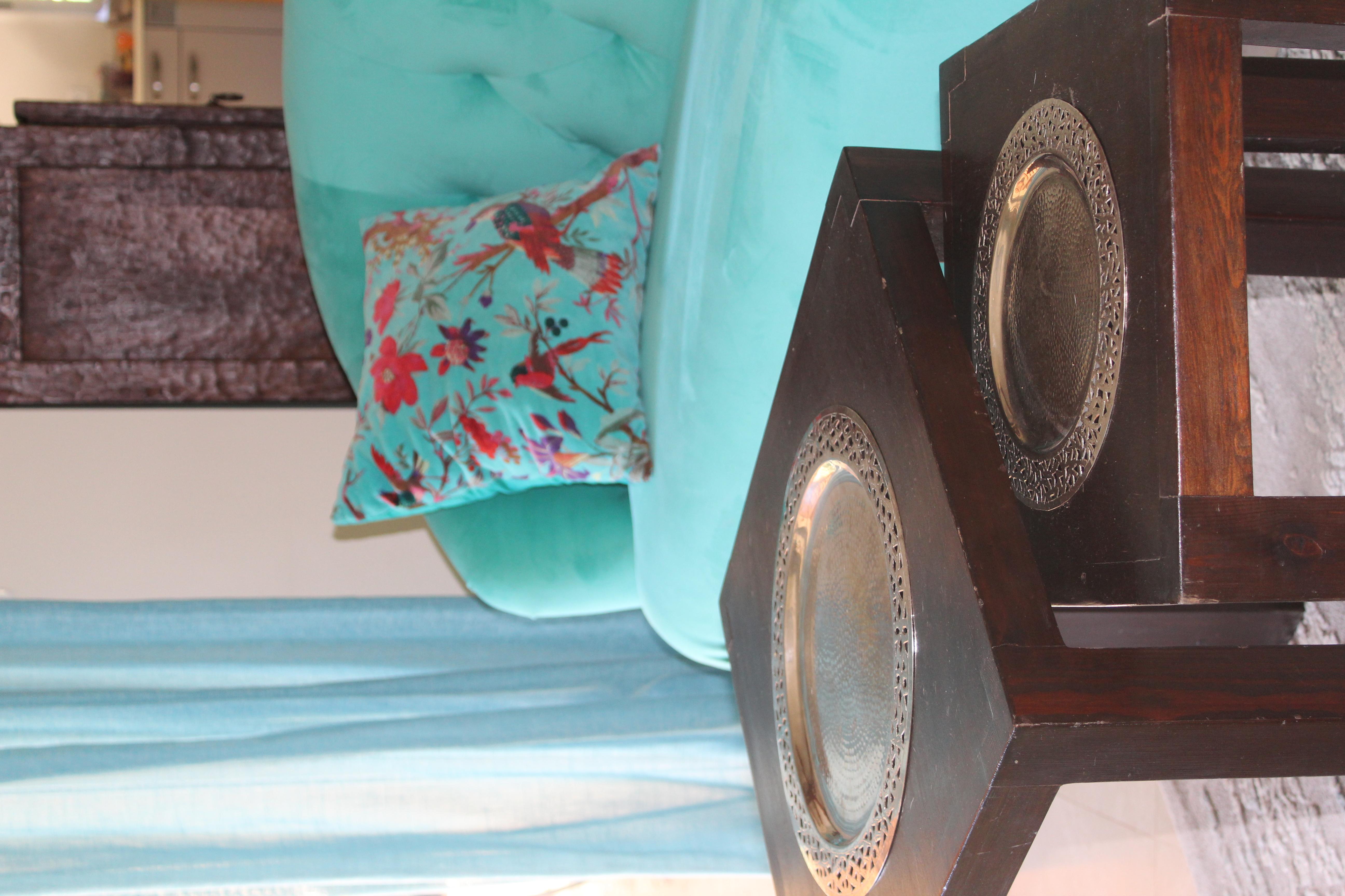 Le salon  et ses canapés turquoises