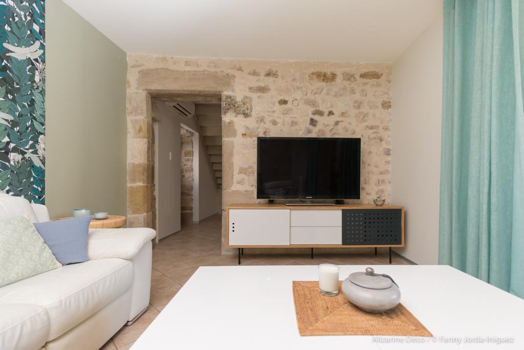 Salon  blanc pierres alizarine Déco