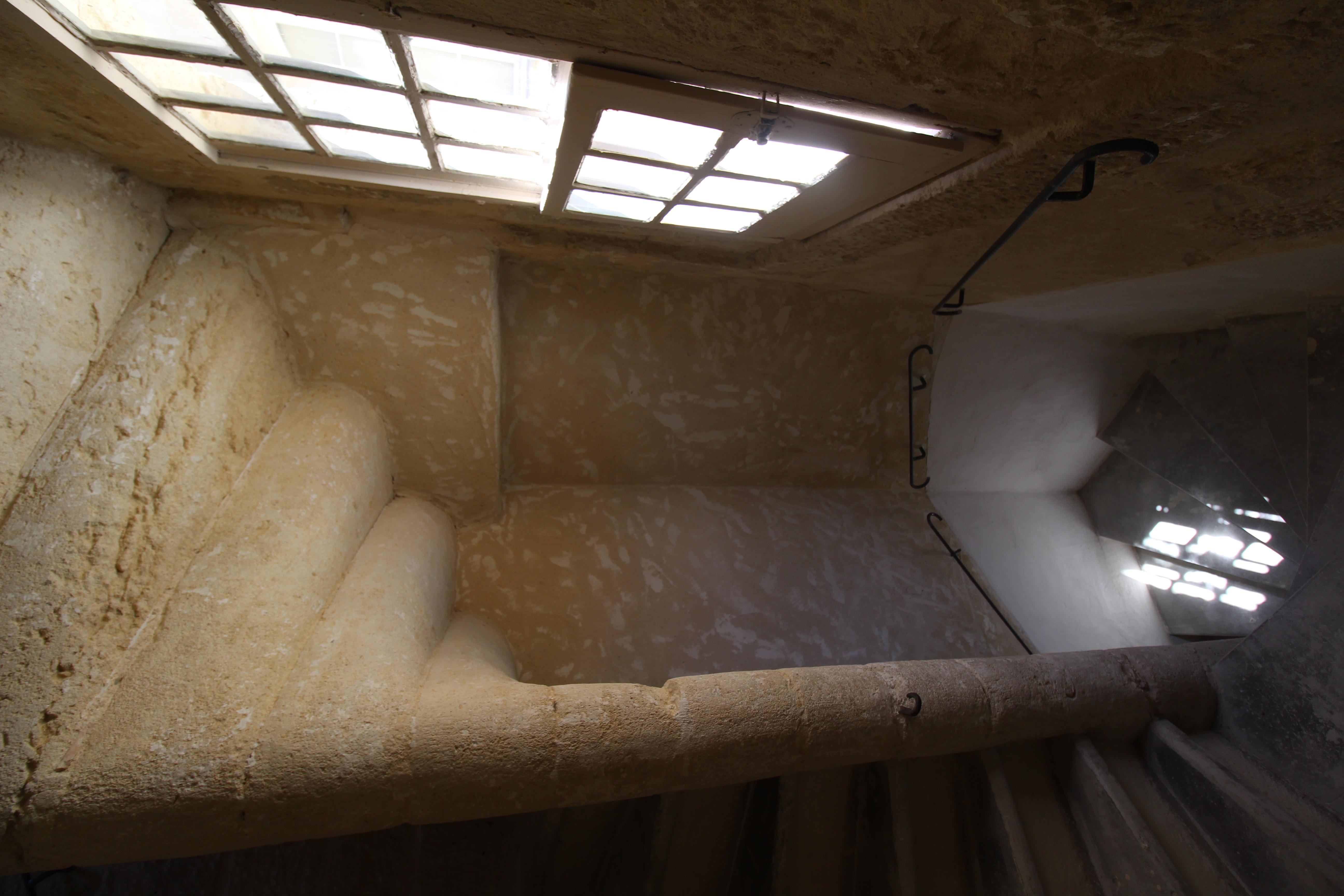 L'escalier en pierre monumental