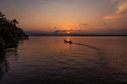 Pescador ao amanhecer no Rio Tocantins