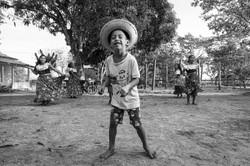 Criança quilombola dançando carimbó