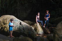 Brincando na cachoeira
