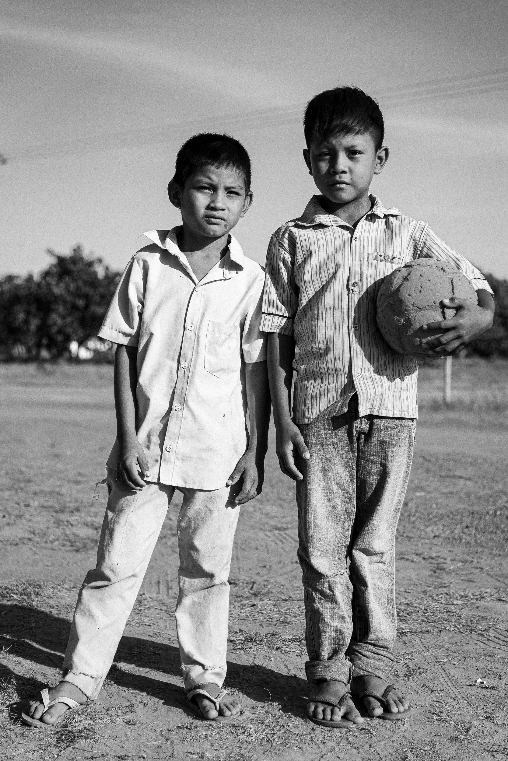 Crianças wapichana brincando de bola
