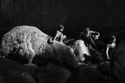 Crianças guarani brincando no rio
